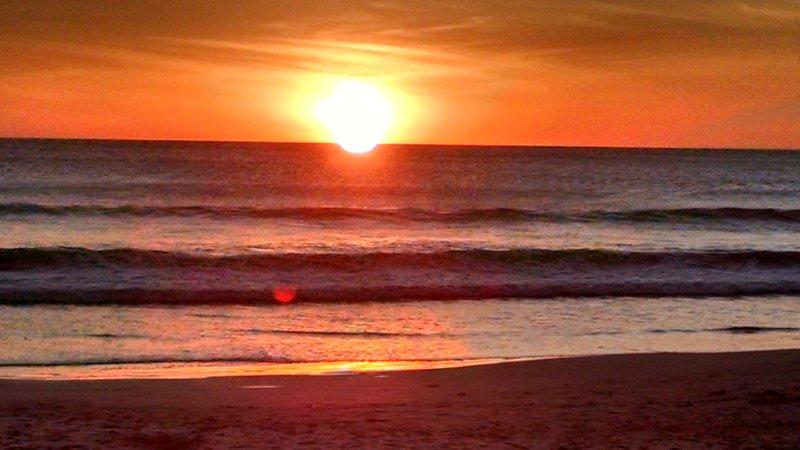 I nostri splendidi tramonti a Playa Azul, appena fuori la porta a Casa del Sol