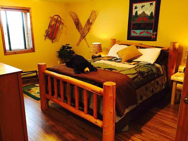 Bear Room At Two Bears Inn Bed & Breakfast, vacation rental in Red Lodge