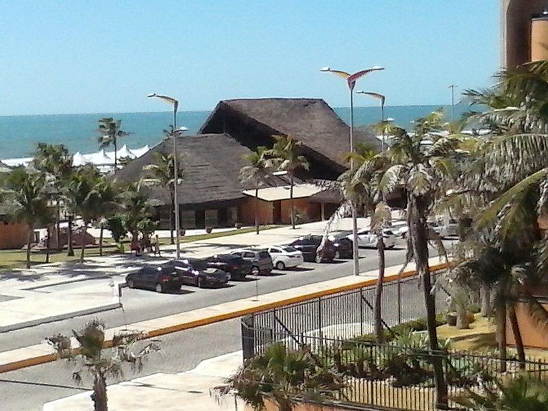 Tiendas de campaña en Orla de Praia do Futuro, en frente de la diversión Residencial VG