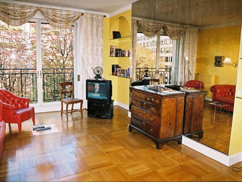 Living room overlooking avenue Montaigne
