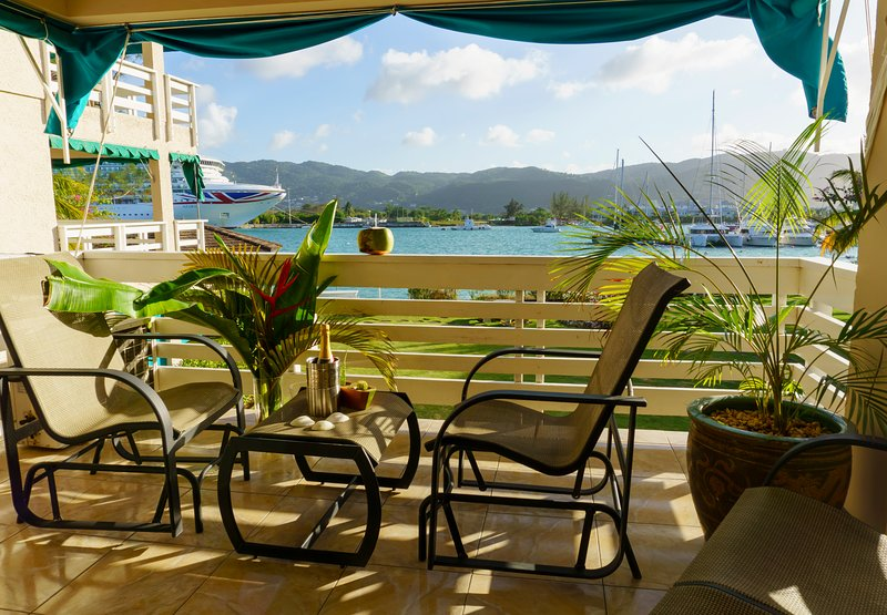 2 bedroom/2 washroom Yacht Club View Condo OLR – semesterbostad i Montego Bay