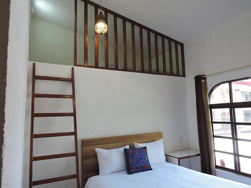 Unser bestes Zimmer, Queen-Size-Bett und Einzelbett oben; mit priv Bad.