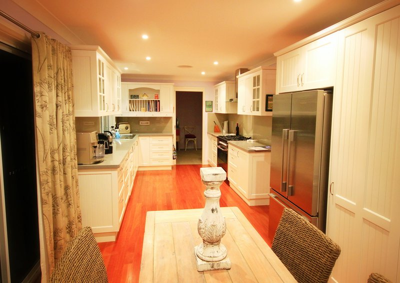 Spacious kitchen with Delonghi Coffee Machine