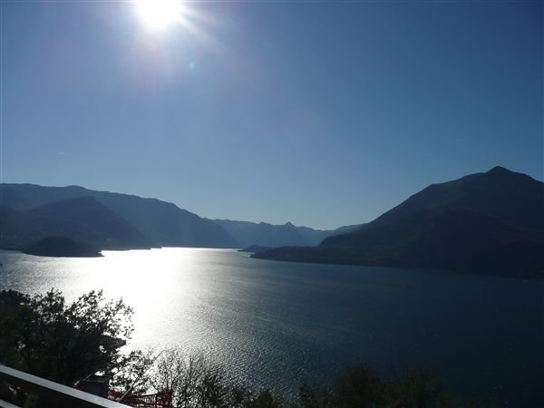 Vista d'Oro Ulivo Apt. 10, holiday rental in Perledo