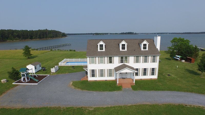 Mariner is a 5 BR 3 1/2 BA Chesapeake Home with a wonderful private location