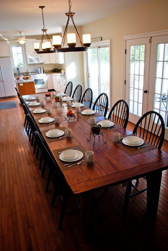 Large Dining Room w/ Gourmet Granite Kitchen
