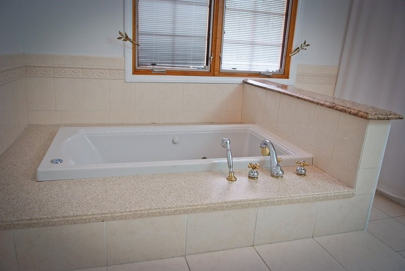 Deluxe Jacuzzi Bath with Jacuzzi Shower