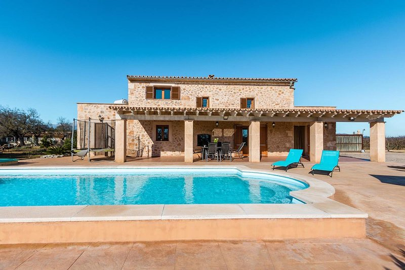 Lovely holiday villa with pool in Buger, 368, location de vacances à Buger