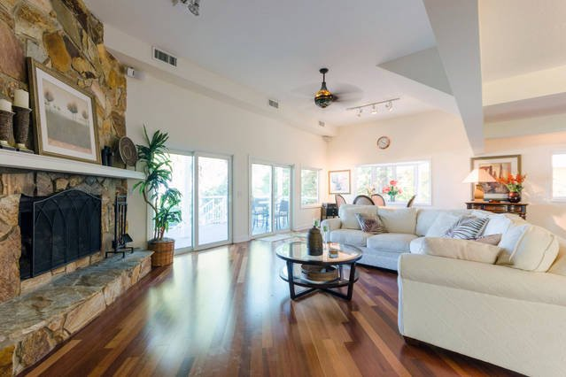 Time to unwind in this spacious living room!