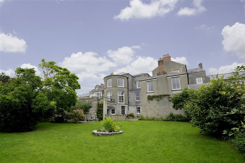 Clynderwen House, magnificent Georgian town house, sleeping 13 guests in comfort