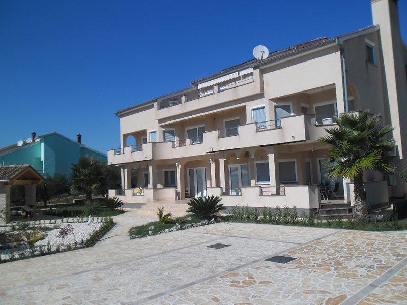 Apartman Niko 4 (2+2), vacation rental in Kozino