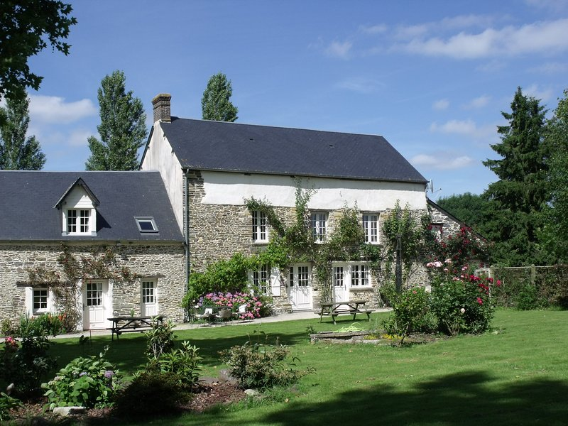 La Beauconniere B&B - Upper Level 2, location de vacances à Le Bény-Bocage