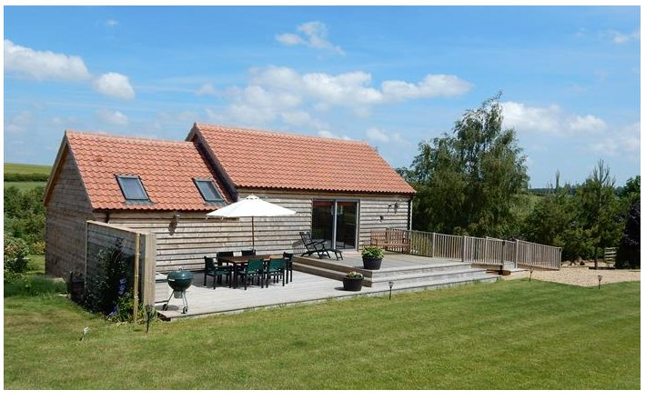 Cuckoo Barn Lodge - luxury (4 Star Gold) in a idyllic valley near Rutland Water, holiday rental in Rutland
