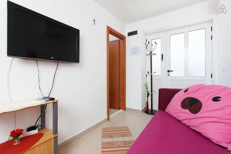 Apartmani Mali Raj 1, holiday rental in Vranjic