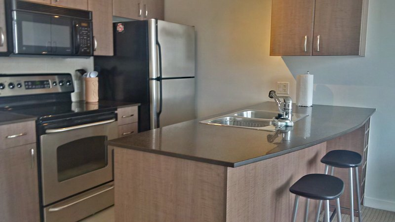 Downtown business district! Pacific Ctr 1, holiday rental in Caulfeild