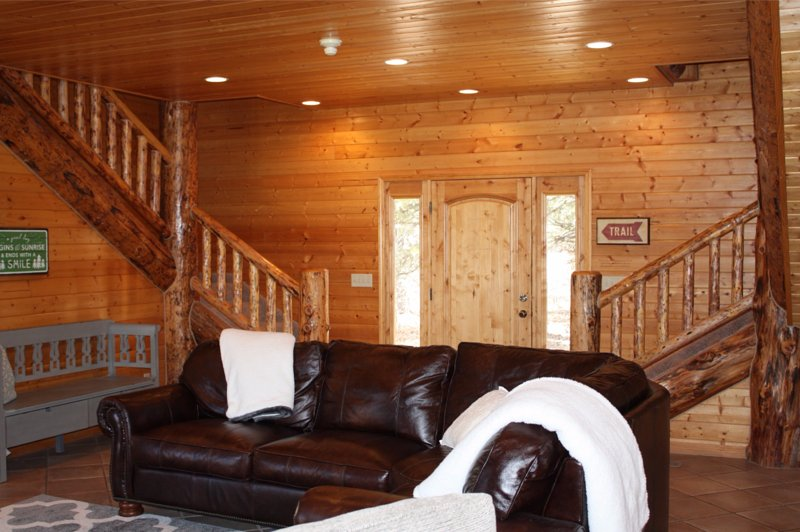 Beautiful Log Home Located on Doorstep of Zion National Park, holiday rental in Mount Carmel
