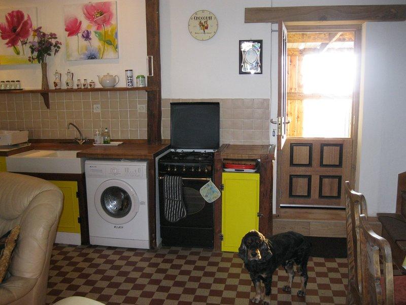 Stabil Tillbaka dörr med direkt tillgång till trädgården, kök, full storlek ugn med spis