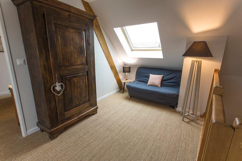 Mezzanine with two beds 90x200