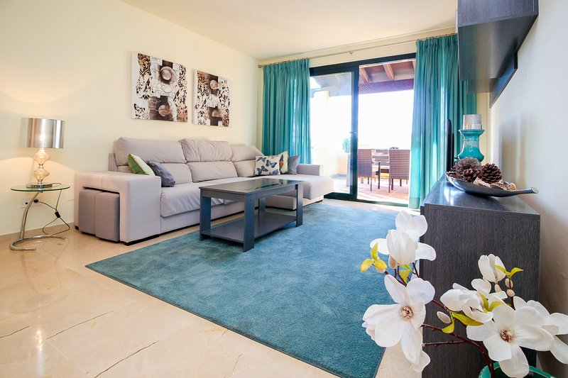 Luxury apartment in El Campanario (Estepona), vacation rental in Cancelada