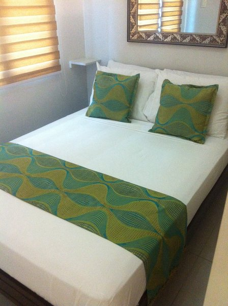 Sea Residences w/ Balcony MOA, vacation rental in Cavite City
