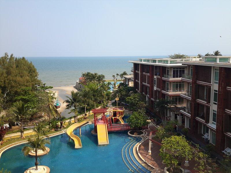 Você terá totalmente relaxar com a família e os amigos em meio à natural da praia de Hua Hin, que pacífica