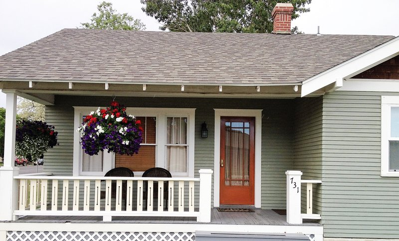 Exterior, Front porch