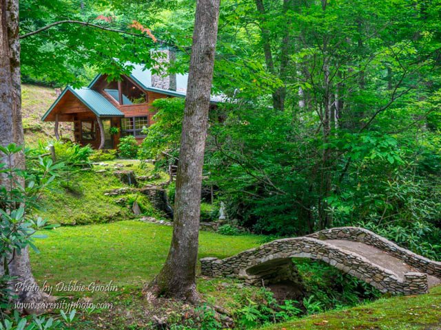 the surrounding 200 acres make this a one-of-a-kind Great Smokies Cabin