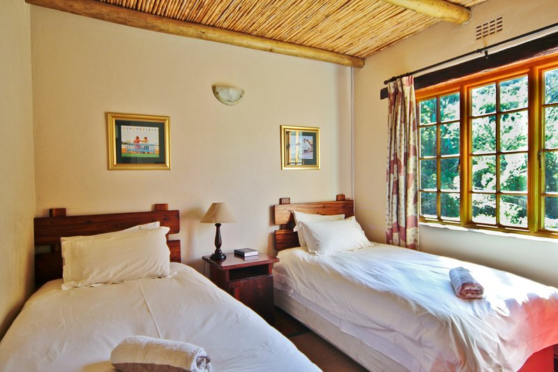 Duiker Self Catering Accommodation - Private Nature Reserve - Hot Tubs, holiday rental in Ladismith