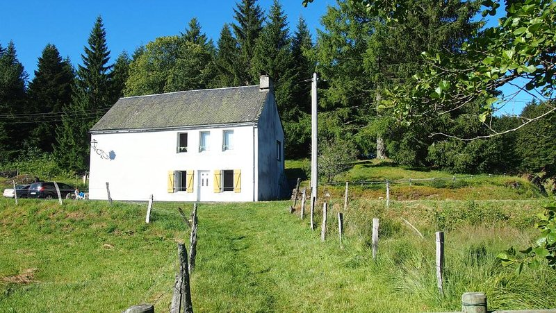 Beautiful house with mountain view, holiday rental in Picherande