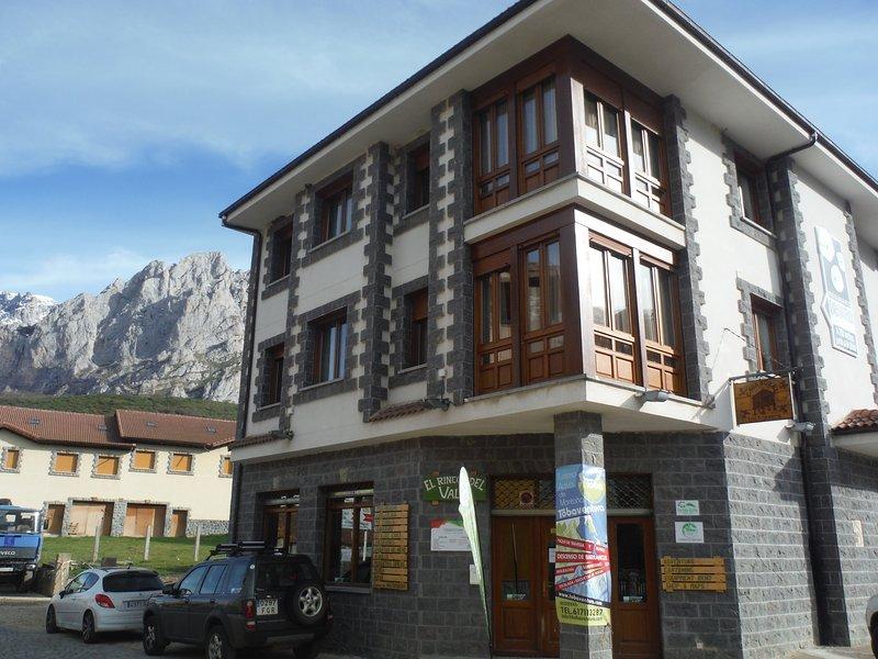 Casa Rural Los Horreos, holiday rental in Santa Marina de Valdeon