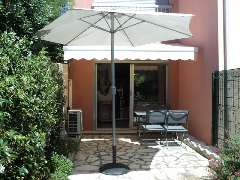 Super 1 Bed Ground Floor Apartment + Terrace + Parking, location de vacances à Cap d'Agde