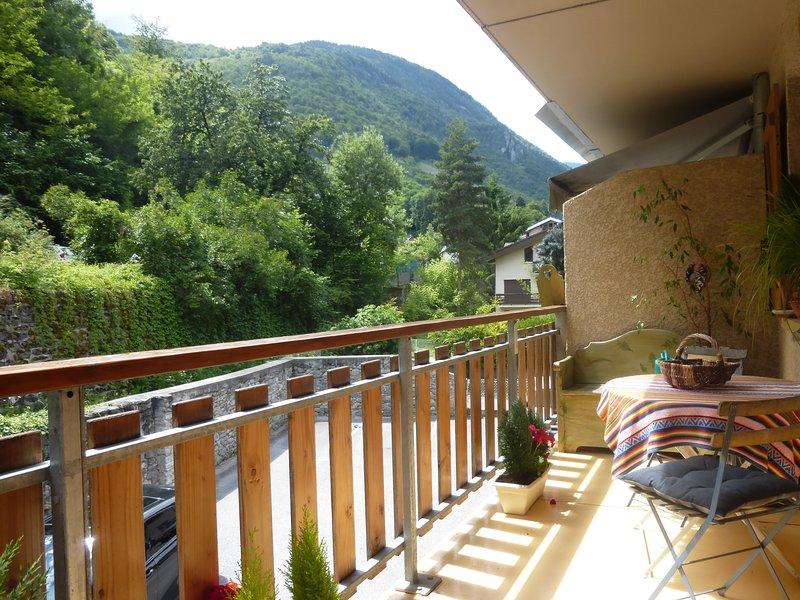 Appartement confortable idéalement situé été hiver, holiday rental in Brides-les-Bains
