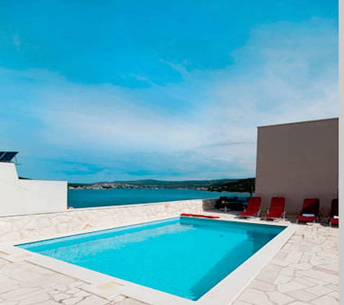 'Perfect runaway'in a quiet bay-app for 4 (Mona 2), vacation rental in Razanj