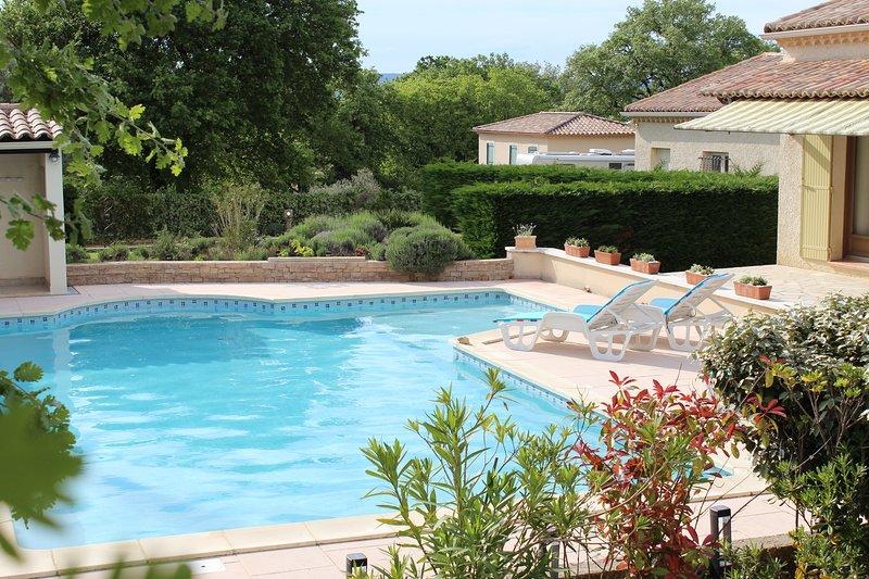VILLA AVEC PISCINE AU PORTE DE L'ARDECHE, vacation rental in St Just d'Ardeche