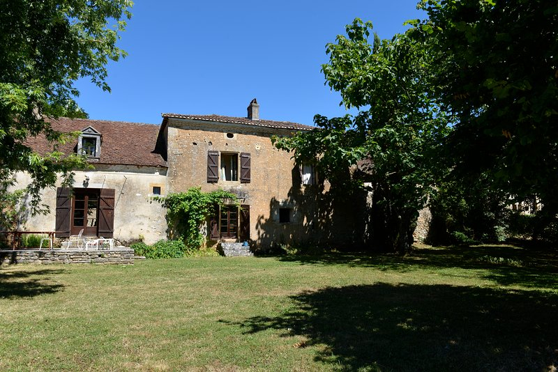 Stunning Rustic Farmhouse In The Heart Of The Dordogne, Sleeps Up To 10, Pool., casa vacanza a Granges d'Ans