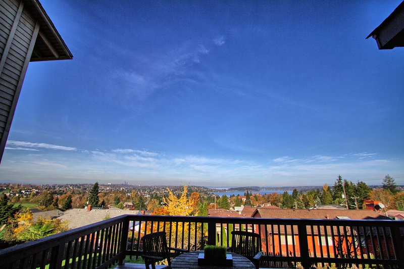 Craftsman with Breathtaking view of Seattle, holiday rental in SeaTac