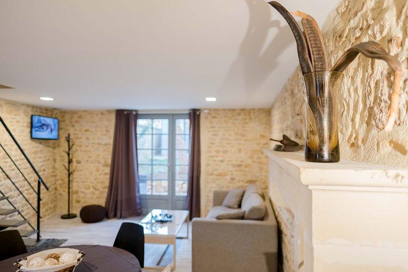 Jolie petite maison en pierre dans Domaine boisé à 10 minutes du Futuroscope, Ferienwohnung in La Chapelle-Mouliere