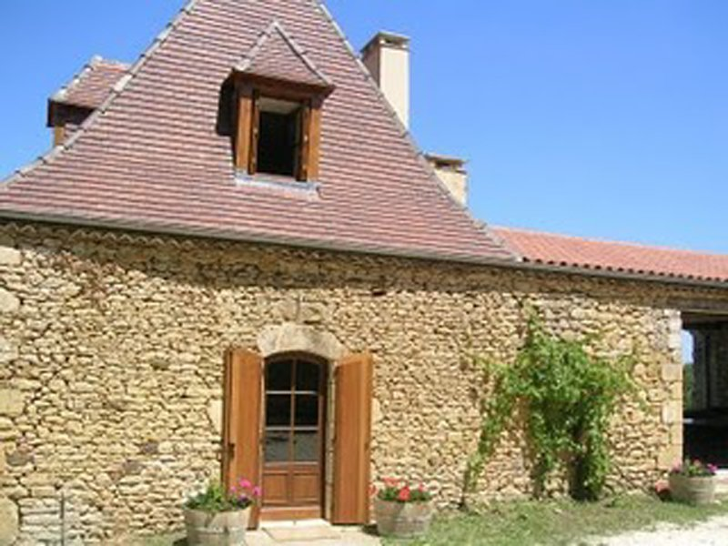 SCARPAT GITE: BEAUTIFUL STONE HOUSE WITH HUGE HEATED POOL AND VIEWS, holiday rental in Urval