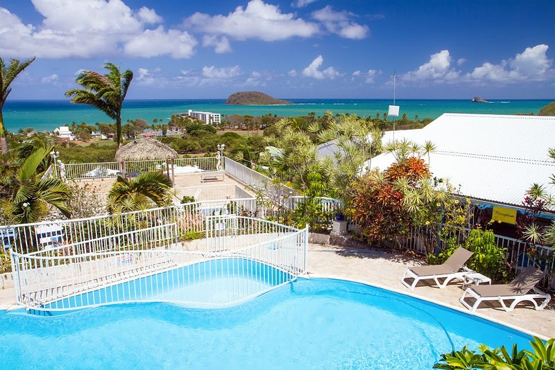 Apartment with shared pool, vacation rental in Rifflet