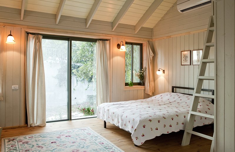 Sabina- CountrySide GetAway A Romantic retreat for couples, location de vacances à Or Akiva