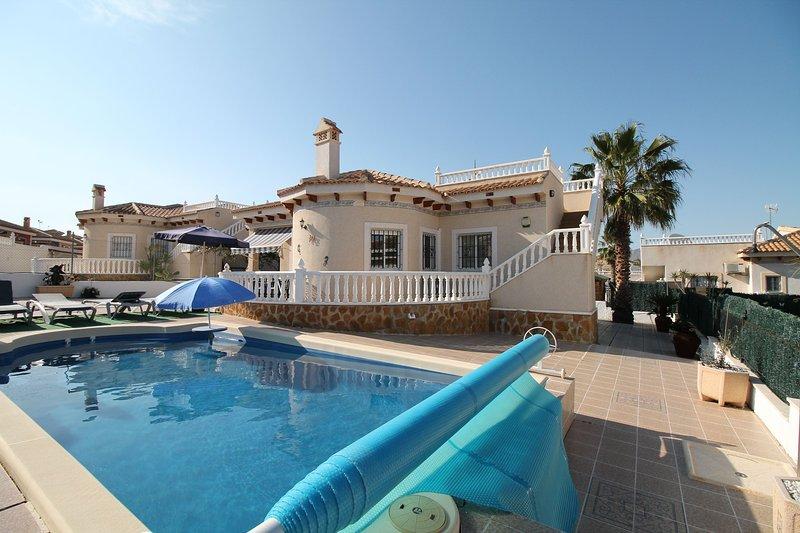 LF328 3 bedroom 2 bathroom Villa with private Pool, holiday rental in La Murada