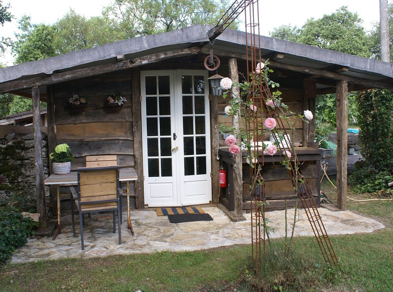 'Mariposa', wooden cabana, space and serenity, location de vacances à Marcilhac-sur-Cele