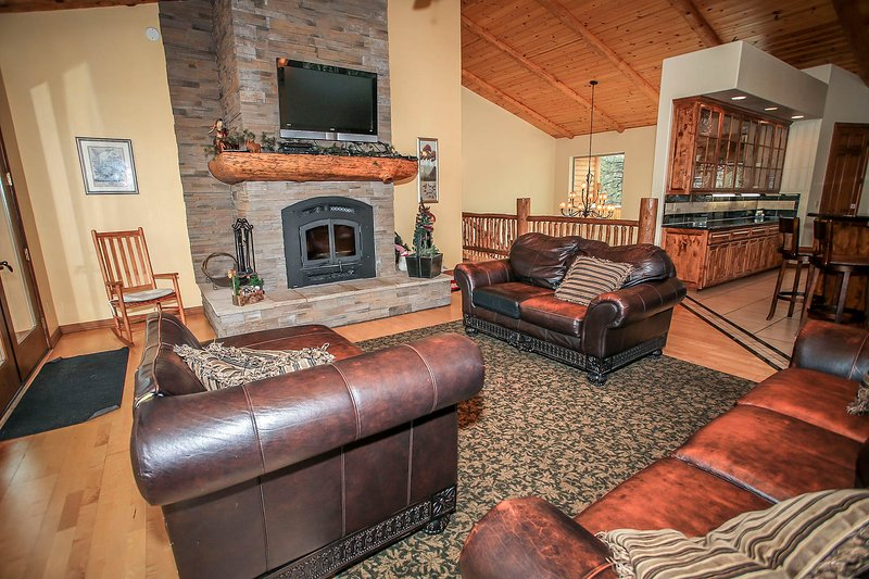 Comfy Couches, TV/DVD Player