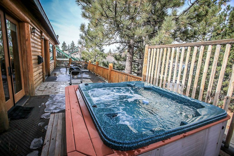 Private Spa- 2nd Level Lake View Deck