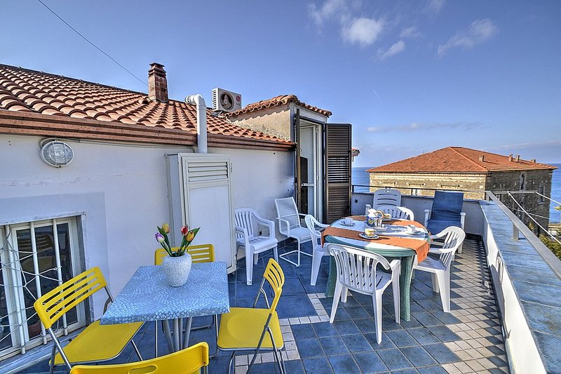 San Marco Apartment Sleeps 5 with Air Con - 5228300, vacation rental in Licosa