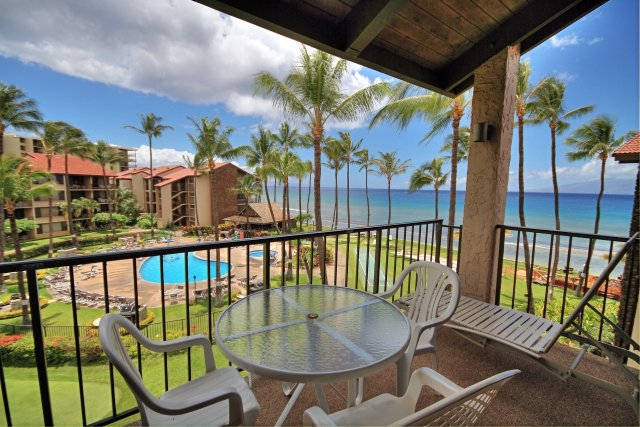 AMAZING Corner Ocean Front View overlooking Pool/BBQ area ~ Papakea #G408, holiday rental in Lahaina