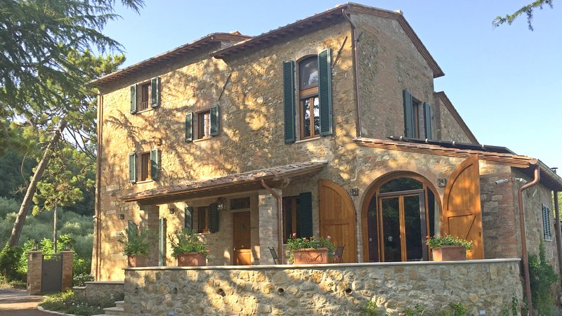Villa Nobile, Your Luxurious Tuscan Home with Pool, Walk to Montepulciano