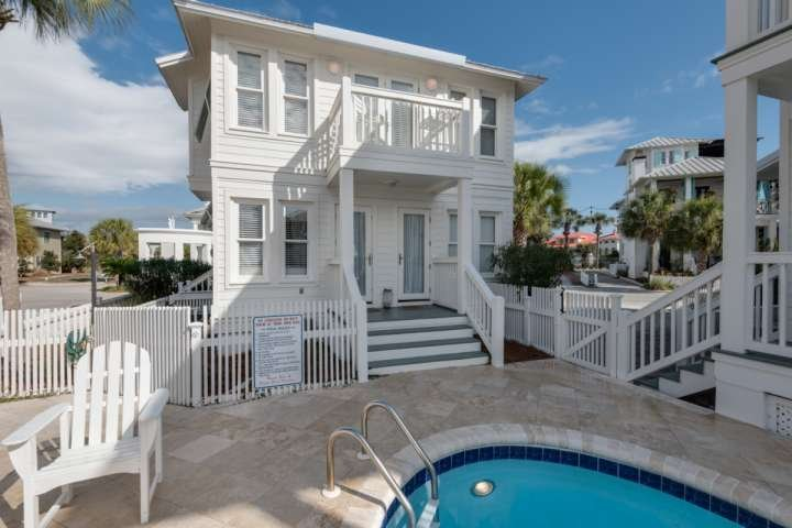 Great Location in the heart of Carrillon Beach!