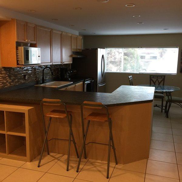 Cozy 2 Bd Suite in West Richmond, holiday rental in Tsawwassen
