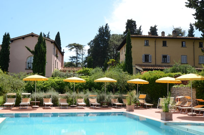 Rose - Beautiful 2 bedroom apartment in historic Villa with heated pool and park, vacation rental in Lucardo